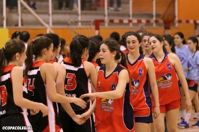 Jugadoras saludándose