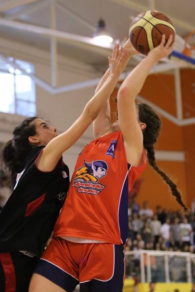 María Muñoz, haciéndose grande bajo el aro