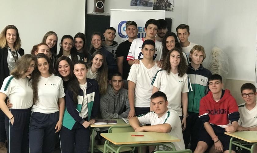 Informando sobre la desinformación: magistral Talento Colegial en Nile con Lucía Andaluz