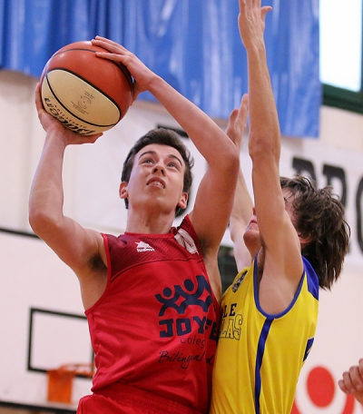 Rodrigo Tanarro directo al aro