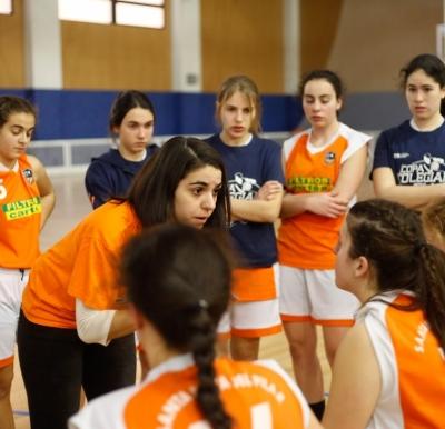 Coach Galán dando intrucciones