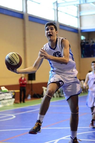 Rodrigo Lardíes entrando a canasta