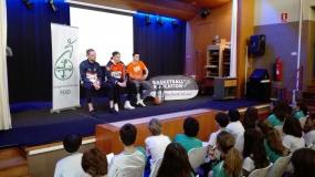 Las estrellas del Leyma Coruña educan en valores deportivos en Dominicos