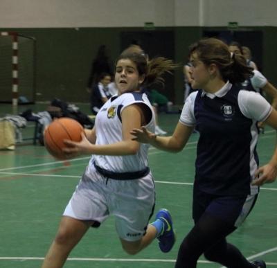 Elena Ortega Dolz atacando el aro