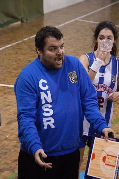 Coach Alonso en acción
