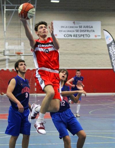 Eduardo Florensa volando al aro
