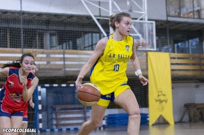 María Atanassov botando