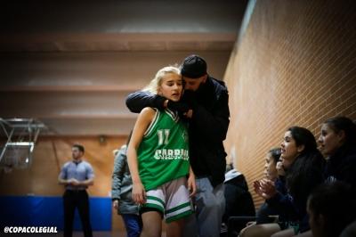 Ana Montero recibe indicaciones de su entrenador