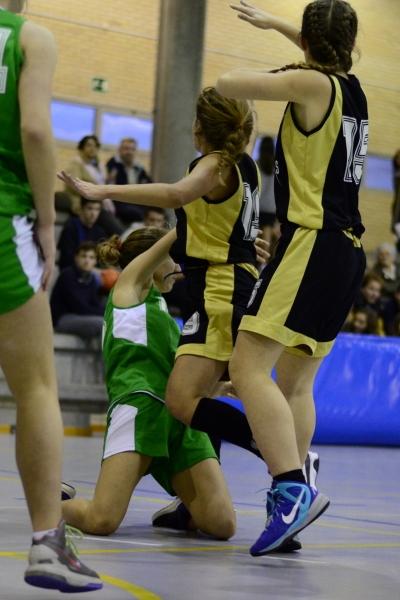 Natalia Fernández pasando desde el suelo