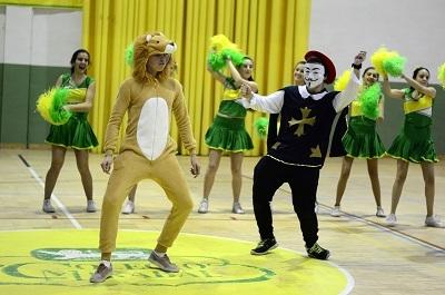 León y Mosquetero dando espectáculo