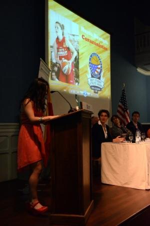 Nuria  Herrero durante su intervención